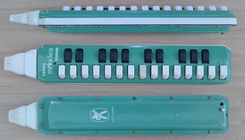 Hohner Melodica Soprano: right side, keyboard and bottom views