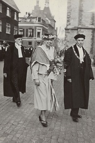 An honorary doctorate in law was conferred on Eleanor Roosevelt in 1948.