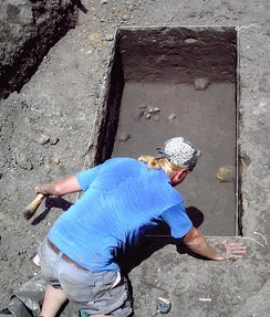 Excavation of the prehistoric component of the Bird's Run Site in Des Moines
