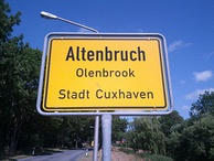 City limit sign in Lower Saxony:Cuxhaven-Altenbruch(German)Cuxhoben-Olenbrook(Low German)