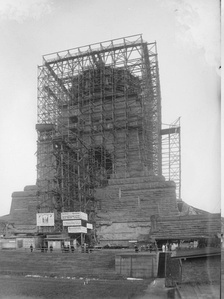 The 91 m (299 ft) high Monument to the Battle of the Nations under construction, Leipzig, 1912
