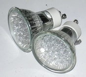LED Lamp with GU10 twist lock fitting, intended to replace halogen reflector lamps.