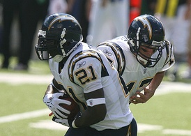 Rivers handing off to LaDainian Tomlinson in 2006.