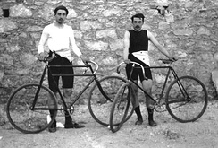 Frenchmen Léon Flameng (left) and Paul Masson won four cycling events