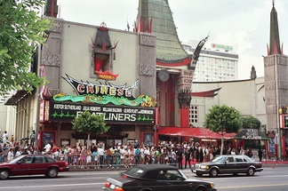 Film premiere for Flatliners, Grauman's Chinese Theatre, Hollywood, 1990