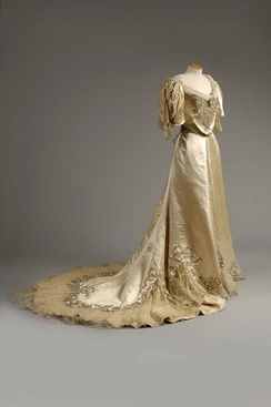 An 1890s-era débutante gown