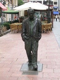 Life-size statue of Woody Allen in Oviedo, Spain
