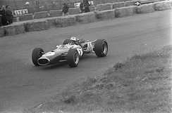 Hulme during qualifying for the 1967 Dutch Grand Prix