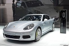 Retail deliveries of the Panamera S E-Hybrid began in the U.S. in October 2013.