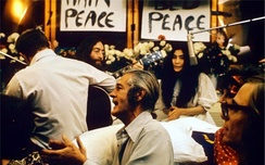 Lennon and Ono recording Give Peace a Chance, at the Queen Elizabeth Hotel, Montreal, 1969