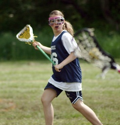 A women's lacrosse player goes for a catch
