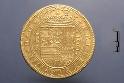 Large gold coin minted in 1633, under the reign of Philip IV