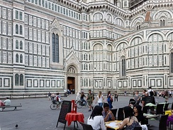 Tourists and restaurant in the Piazza del Duomo
