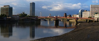 2009 view of Vauxhall Bridge, from upstream on the south bank