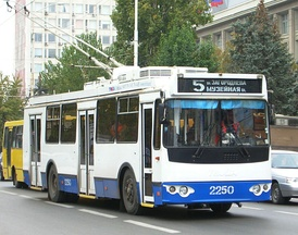 Троллейбус на улице Московской