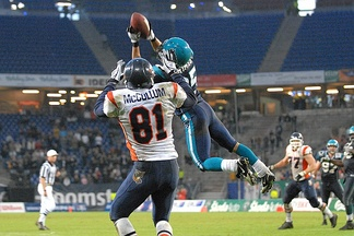 Brent Grimes of the Hamburg Sea Devils intercepts a pass against the Amsterdam Admirals, 12 May 2007.