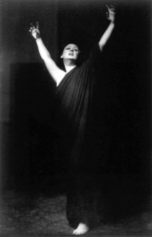 Photo by Arnold Genthe of Duncan performing barefoot during her 1915–1918 American tour