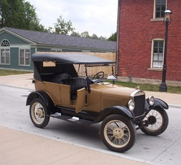 The Ford Model T's engine was capable of running on ethanol, gasoline or kerosene, or a mixture of the first two.