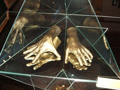 A cast of the pianist's hands, at the Łódź museum
