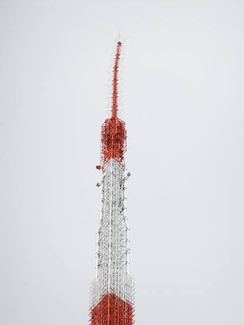 Damage to the antenna of Tokyo Tower