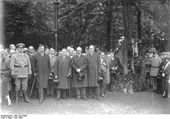 Unveiling of the first Commemorative Plaque at the scene of the crime in June 1929. Former chancellor Joseph Wirth and Defence Minister Wilhelm Groener in the first row