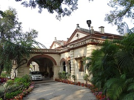 Colonial style Bungalow in Allahabad, India