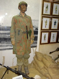 Original military uniform of an Italian paratrooper of the division Folgore in 1942