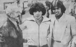 Piazzolla with football star Diego Maradona (center) and singer-songwriter Jairo in Paris, 1981