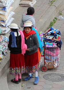Cañari children with the typical Andean indigenous clothes