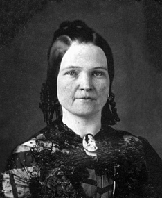 "Mary Todd Lincoln around 1846 – She is described by one Lincoln biographer when she moved to Springfield as ""a small, pretty young woman of twenty-two years, with beautiful pale, white skin, brown hair, and remarkably vivid blue eyes.""[174]"