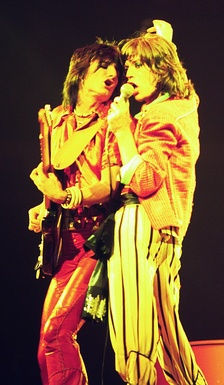 Ronnie Wood y Mick Jagger durante un concierto en Chicago, parte de la gira Tour of the Americas de 1975.