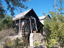 The Anderson Mill of Texas is undershot, backshot, and overshot using two sources of water. This allows the direction of the wheel to be reversed.