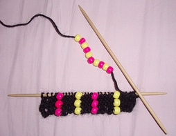 Bead knitting on double-pointed  knitting needles