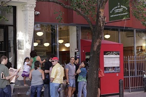 Line of patrons at the Clinton St. Baking Company & Restaurant in 2010