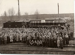 Group photo of Fablok employees celebrating the production of Indian locomotive class WP #5000, in 1959.