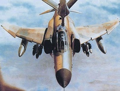 Iranian Phantom refueling through a boom during Iran-Iraq war, 1982
