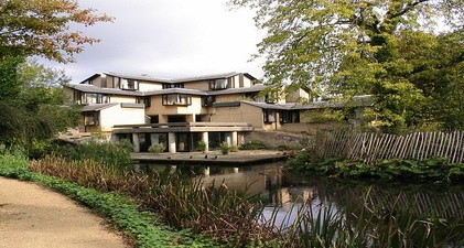 Sainsbury Building (which won the Civic Trust Award in 1984)