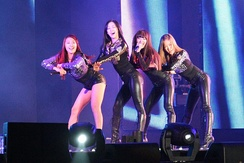 "Sistar performing ""How Dare You"" at the Cyworld Festival in 2011"