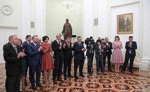 Андрей Норкин (3-й справа) во время встречи коллектива НТВ с Президентом России Владимиром Путиным, 2018 год