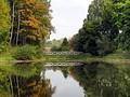 Мостик через пруд в парке усадьбы