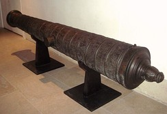 Ornate Ottoman cannon found in Algiers on 8 October 1581 by Ca'fer el-Mu'allim. Length: 385 cm, cal:178 mm, weight: 2910 kg, stone projectile. Seized by France during the invasion of Algiers in 1830. Musée de l'Armée, Paris.