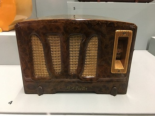 RCA Model RC-350-A (1938) radio, made of Catalin and Bakelite