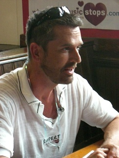 Everett at a speed dating event with When The Music Stops, for Channel 4's The Friday Night Project in July 2007