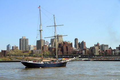 The East River with Brooklyn Heights in the background, Topsail Schooner Clipper City (2013)