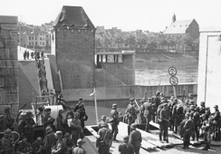Despite the destruction of the Wilhelminabrug and the Sint Servaasbrug (pictured) German troops passed Maastricht, a vital traffic hub, relatively quickly. Photo taken 10 May 1940 in Maastricht.