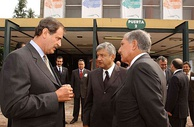 López Obrador (center) with President Vicente Fox (left) and México State governor Arturo Montiel (right) in June 2003