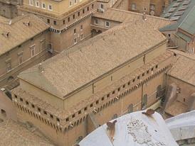 Вид на Сикстинскую капеллу с крыши собора Святого Петра