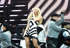 "Bunton performing ""Maybe"" in 2007"