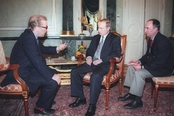 Frost interviewing Vladimir Putin for the BBC's Breakfast with Frost in March 2000