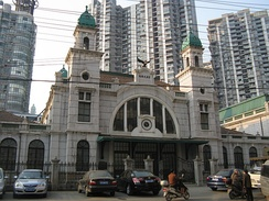 The old Dazhimen railway Station (智門火車站), the original Hankou terminus of the Beijing-Hankou Railway. Constructed in 1900–1903, it was closed in 1991 after the opening of the present Hankou Railway Station.